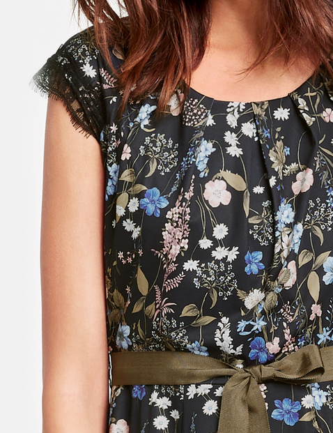 Slinky dress with a floral print