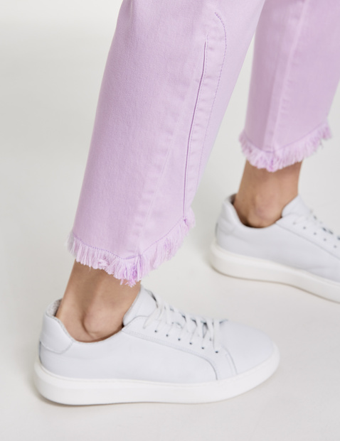 Skinny jeans with fringed edges