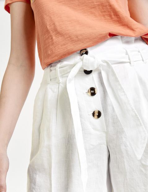 Linen shorts with a tie-around belt