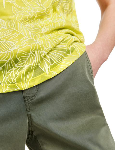 Kurzarmshirt mit dezentem Floral-Dessin
