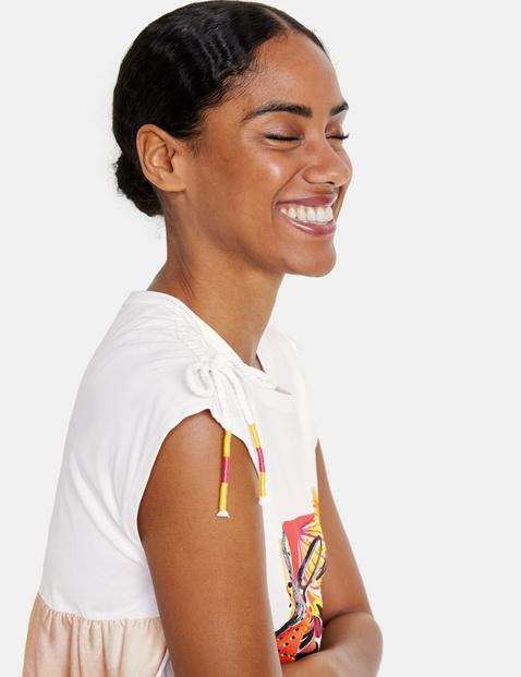 Koszulka z przesłaniem z wyrafinowanym tyłem