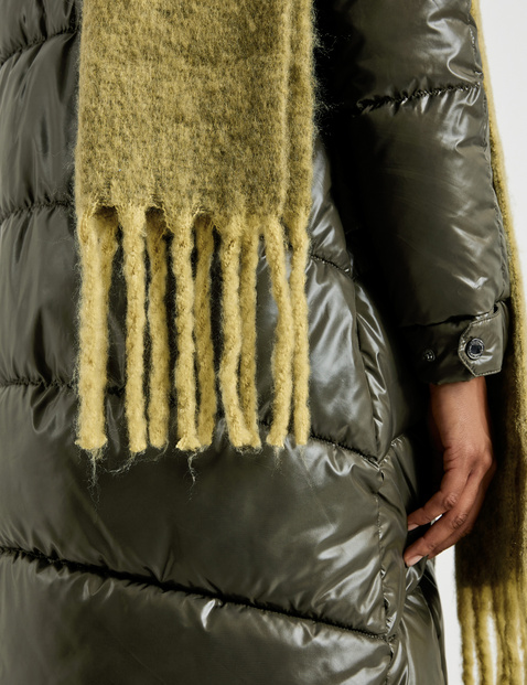 Warm scarf with fringing