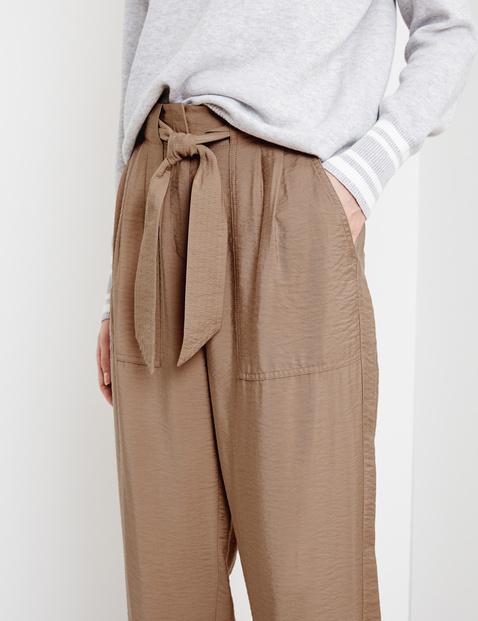 Flowy trousers with tie-around belt, peg leg
