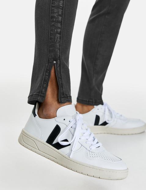 Jeans mit Nietendekor Super Skinny TS