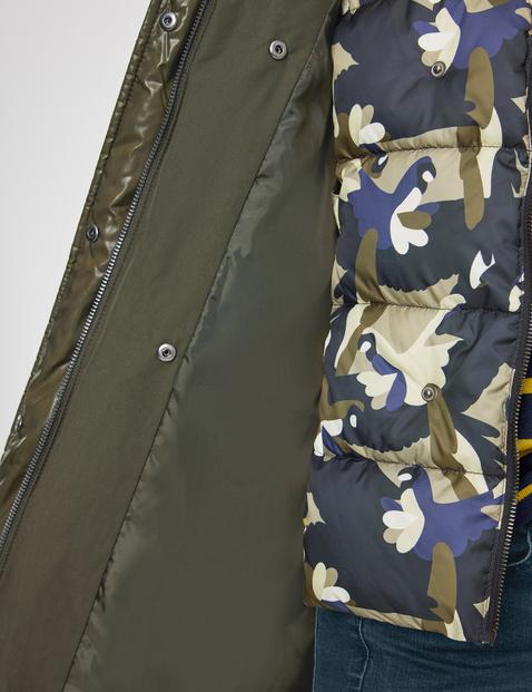 Steppmantel mit Camouflage-Kragen