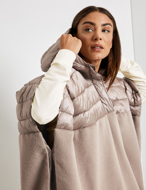 Poncho mit Material-Mix