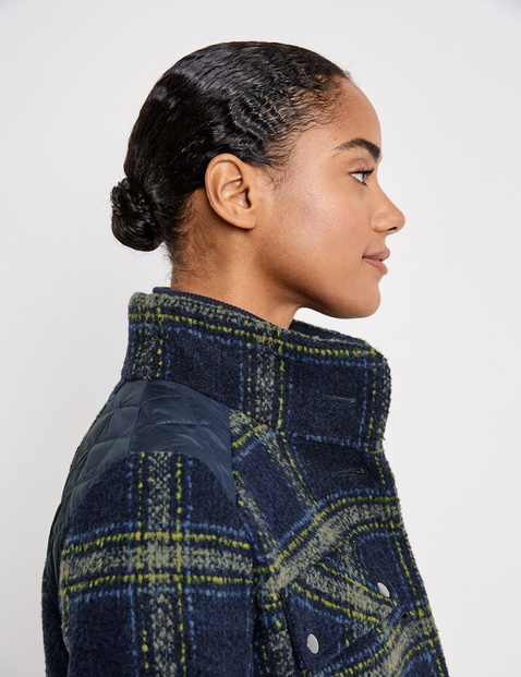 Light jacket with a check pattern