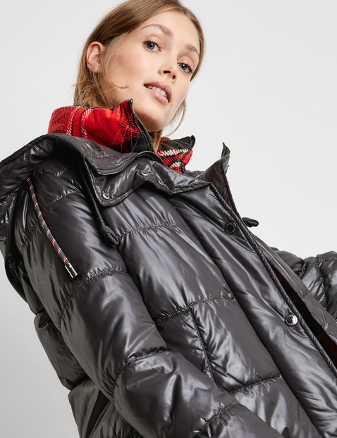 Quilted jacket with an adaptable collar insert