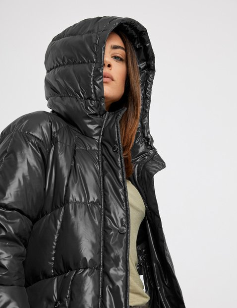 Quilted coat with a shiny finish