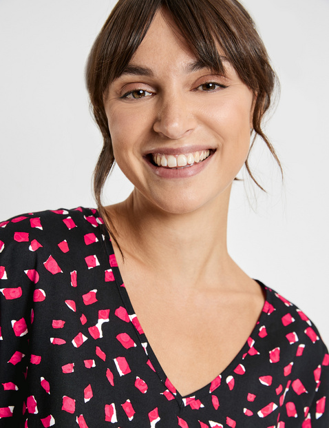 Short sleeve blouse with an all-over print