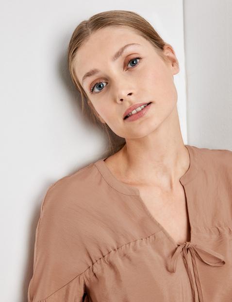 Vrouwelijke blouse in bohostijl