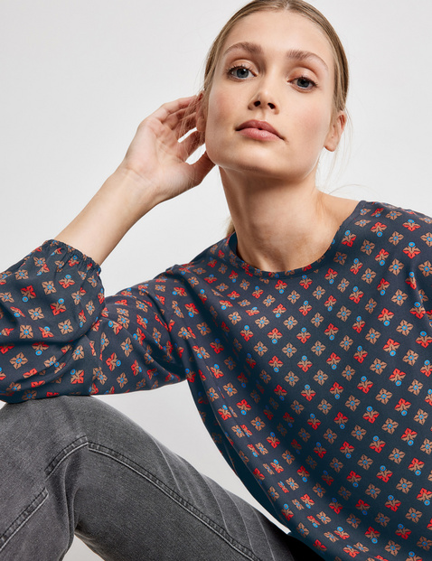 Blouse with an all-over print