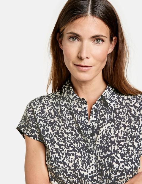 Sleeveless blouse made of EcoVero viscose