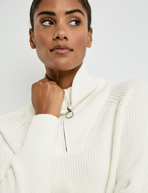 Jumper with a zip neck made of organic cotton