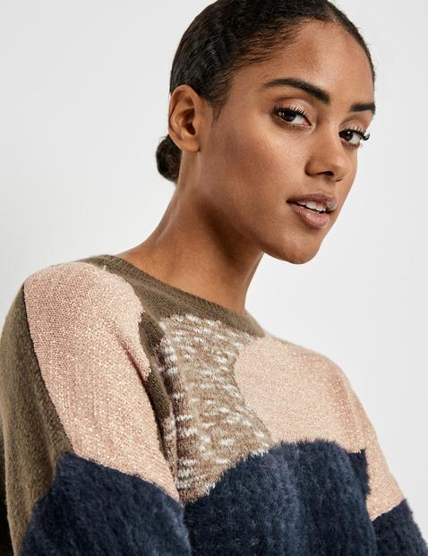 Sweter z puszystymi detalami