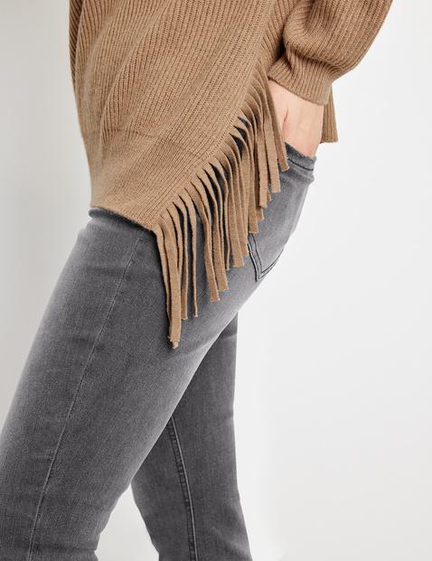Pullover mit asymmetrischem Saum