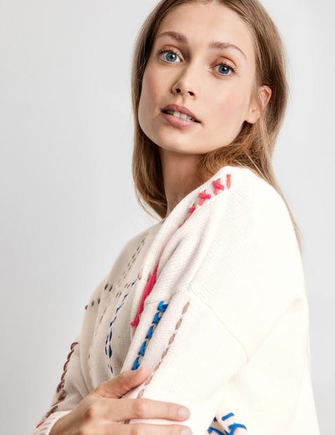 Pullover mit auffälligen Stitchings