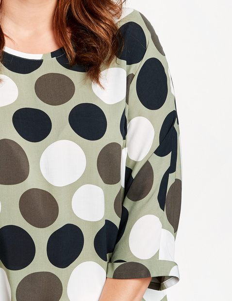 3/4-sleeve blouse with polka dots