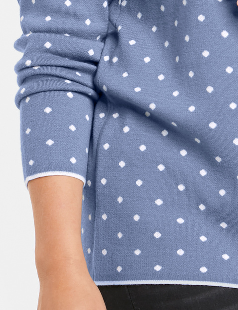 Sweter w kropki