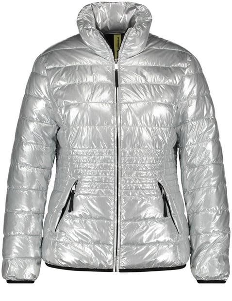 Pikowana kurtka w metalicznym stylu
