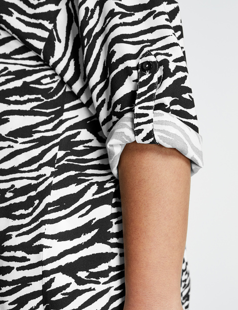 Long blouse with an animal print