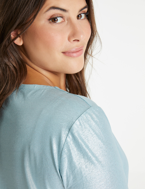 V-shirt made of a shimmering linen blend
