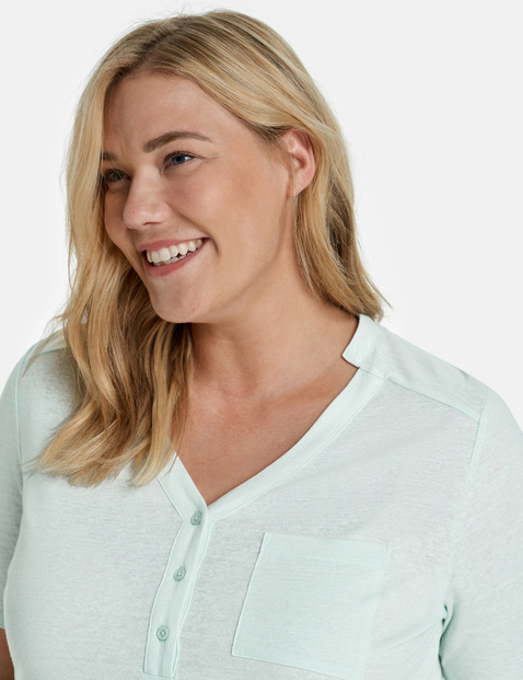 Top with 1/2-length sleeves, made of blended linen