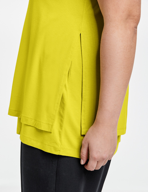 Casual top in a layered look