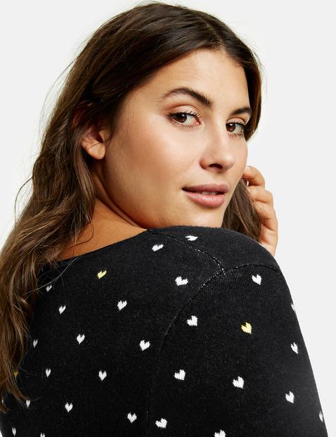 Pullover mit Herzen