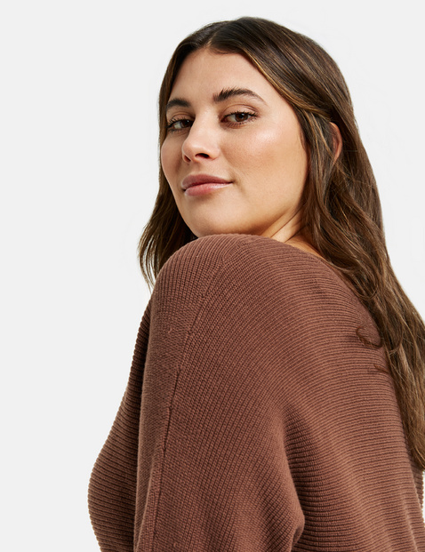 Bawełniany sweter o prążkowanej fakturze