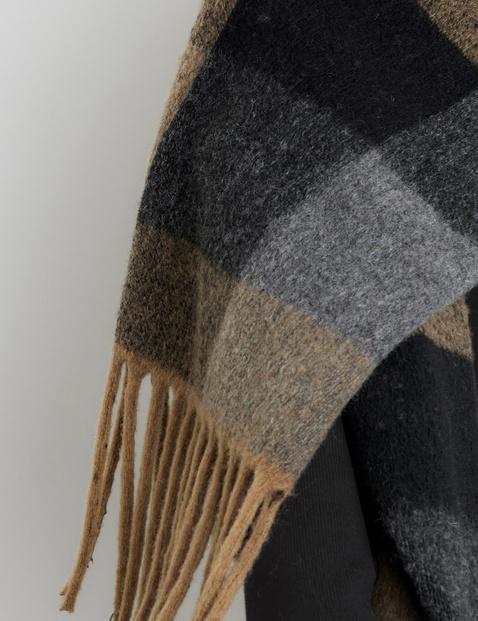 Soft scarf with fringing by Céline Denefleh