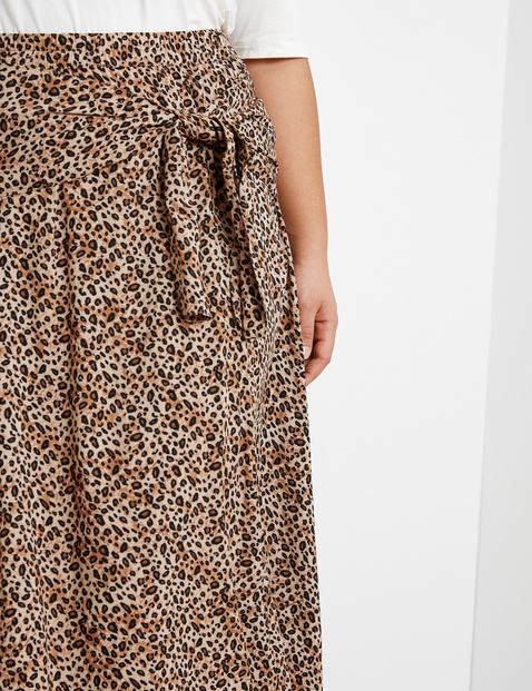 Midi skirt with a knot detail made of EcoVero viscose