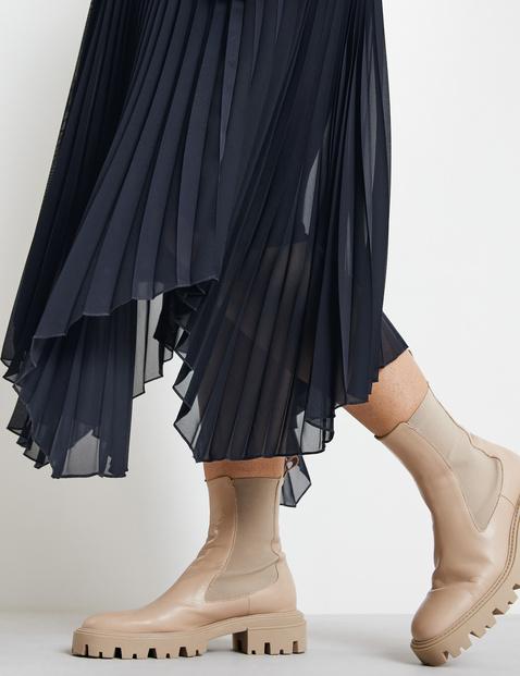 Pleated skirt with handkerchief hems