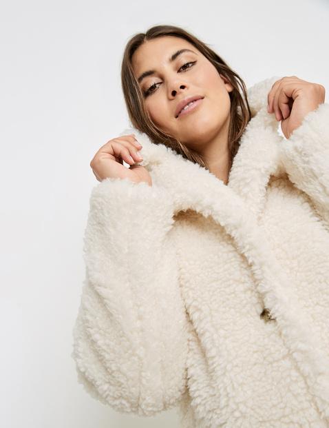 Plush coat made of faux fur