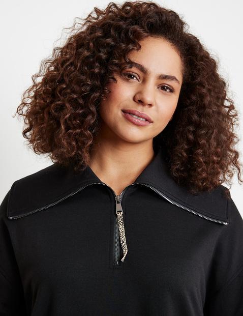 Long sweatshirt with zip neck