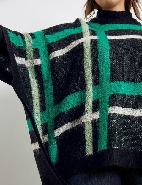 Fluffy poncho with a checked pattern