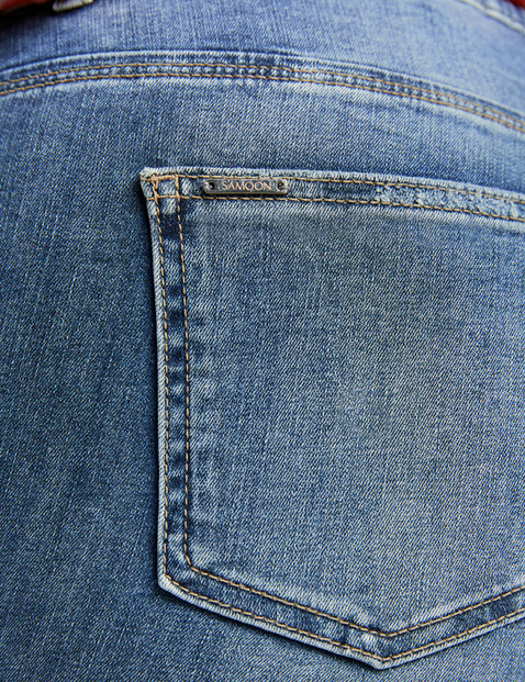 Betty Jeans mit dezentem Used-Effekt