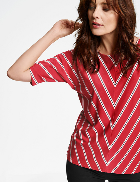 Shirt mit Diagonalstreifen
