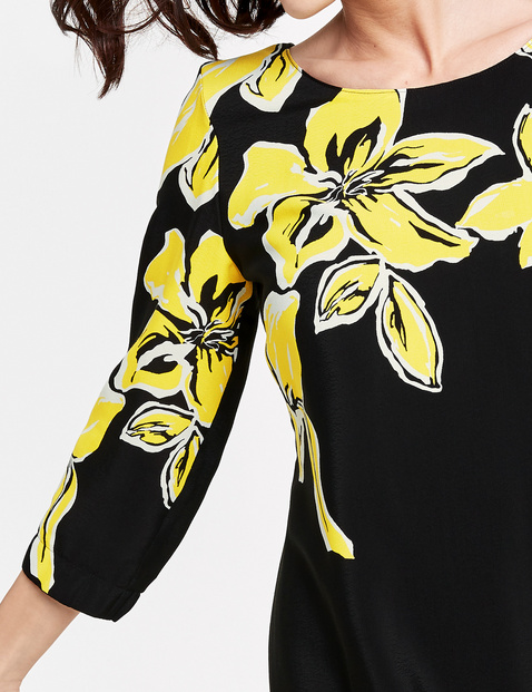 Kleid mit opulenten Blüten
