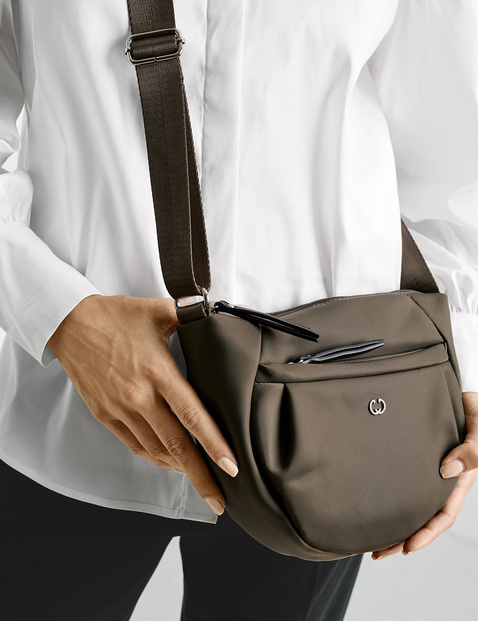 Shoulder bag, Breath sounds