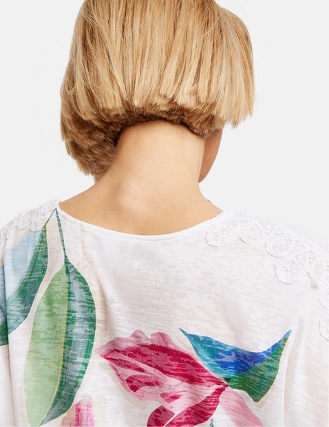Blumiges Shirt mit Spitzenbesatz