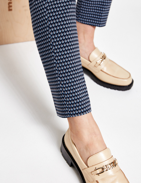 City-style trousers with a minimalist pattern