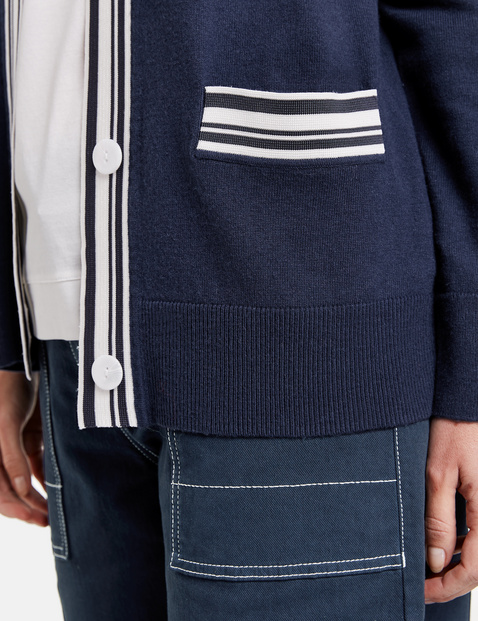 Cardigan with contrasting edges