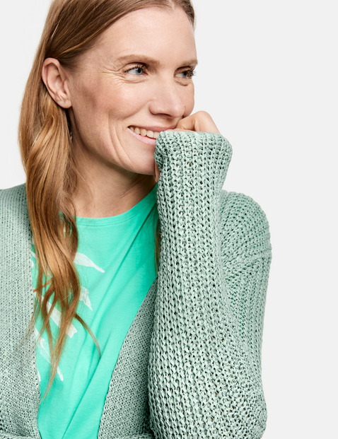 Sweter z grubej dzianiny
