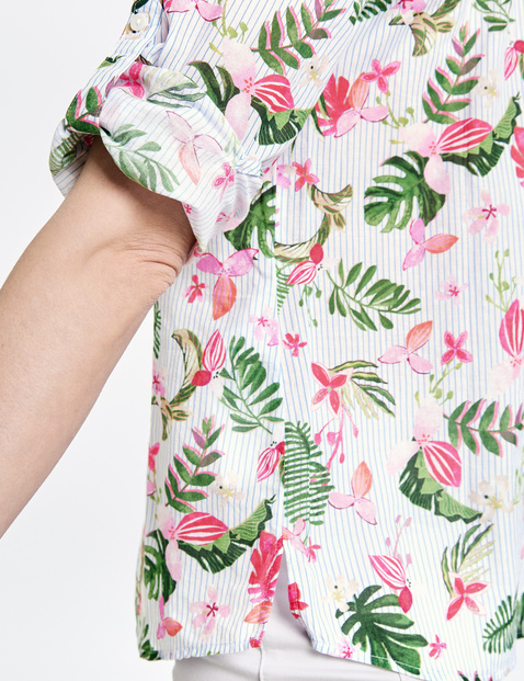 Blouse with a mix of patterns