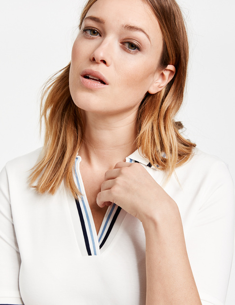 Polo shirt with contrasting edges