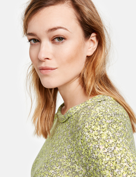 EcoVero top with 3/4-length sleeves and millefleurs pattern