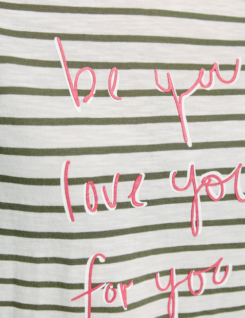 3/4-sleeve top with a motto