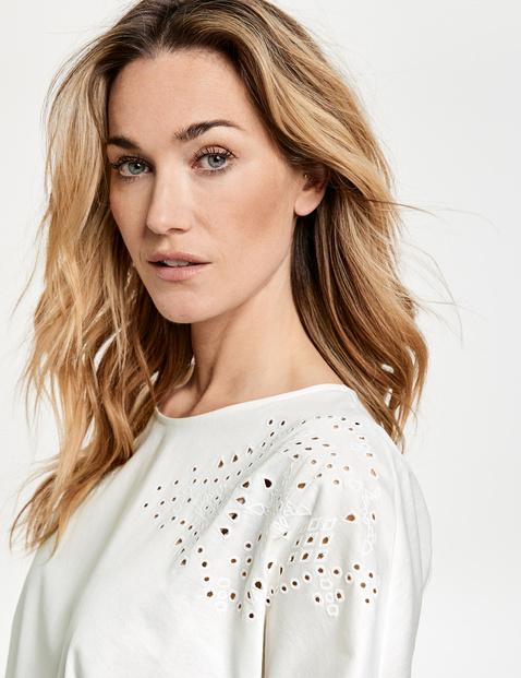 Koszulka z ażurowym haftem