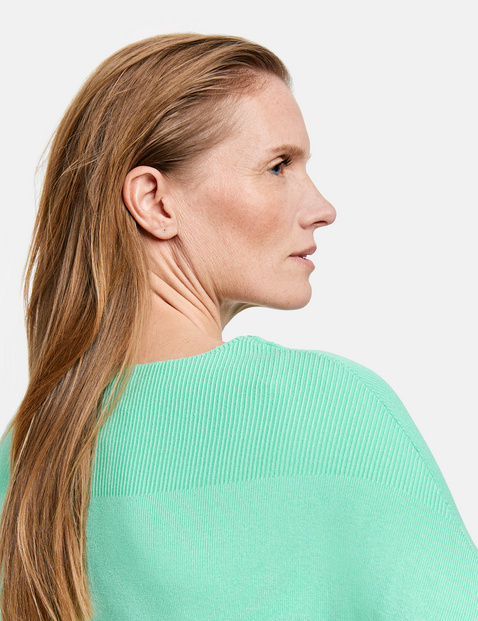 Jumper with 1/2-length batwing sleeves